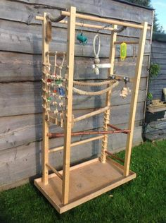 Great idea for parrot play stand Parrot Perch Diy, Diy Parrot Toys, Diy Bird Toys, Parrot Pet, Caique Parrot, Parrot Craft, Diy Bird Cage, Bird Cages, Bird Play Gym