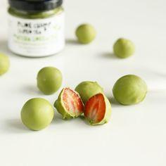 Matcha White chocolate strawberries #purechimp #matcha #recipes #greentea #chocolate #strawberries
