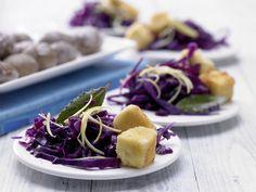 Panierter Schafskäse - mit Zitronenrotkohl - smarter - Kalorien: 318 Kcal - Zeit: 55 Min.   eatsmarter.de Dieses Gericht ist nicht nur optisch top.