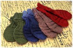 "Suvikumpu: ""Junatumput"" ohje Baby Knitting Patterns, Fingerless Gloves, Arm Warmers, Knitwear, Knit Crochet, Socks, Diy Crafts, Accessories, Babys"