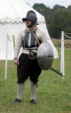 Rodeleros troops had disappeared from the Spanish tercios by the but persisted in the citizen armies of the Dutch and English. Medieval Life, Medieval Armor, Historical Costume, Historical Clothing, Types Of Armor, 17th Century Clothing, Poland History, Thirty Years' War, Landsknecht