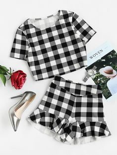 ¡Cómpralo ya!. Checkered Crop Top And Ruffle Shorts Co-Ord. Shorts Black and White Polyester Plaid Round Neck Short Sleeve Ruffle Zip Sexy Elegant Fabric has some stretch Summer Two-piece Outfits. , topcorto, croptops, croptop, croptops, croptop, topcrop, topscrops, cropped, topbailarina, corto, camisolacorta, crop, croppedt-shirt, kurzestop, topcorto, topcourt, topcorto, cortos. Top corto  de mujer   de SheIn.