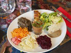 - LE MILLE FEUILLES - Du bio et des bouquins - © DR #bio #bievres #veggie #locavore #vegetarien #theplacetobio