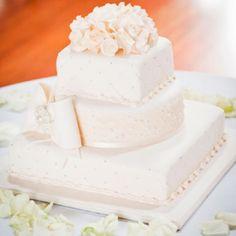 Alicia & Adam's Contemporary Champagne Wedding – Wedding Cake