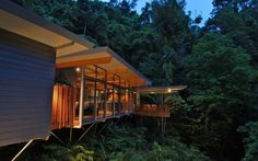 Suspended above the forest floor on a secluded and private lot by Mt. Whitfield, the Rainforest Tree House by mmp Architects is a work of beauty. Offering incredible views amongst the forest canopy, Mt. Whitfield is mere minutes from the city of Cairns in Far North Queensland, Australia. The architect's goal was to build [...]