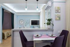Fiatal lány 43m2-es, otthonos lakása kék, lila, rózsaszín árnyalatokkal, az elosztás praktikus újratervezésével