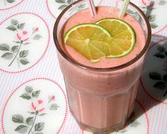 zadanie - gotowanie: Koktajl truskawkowy z mleczkiem kokosowym.