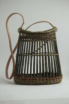 kurv Rope Basket, Basket Bag, Basket Weaving, Pine Needle Baskets, Willow Weaving, Newspaper Basket, Barbie Accessories, Basket Decoration, Wicker Baskets