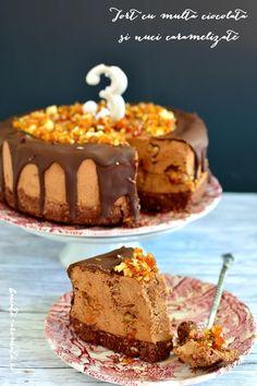 Tort cu multă ciocolată şi nuci caramelizate Sweets Recipes, Cooking Recipes, Desserts, Dessert In A Jar, Good Food, Yummy Food, Something Sweet, Caramel, Food And Drink