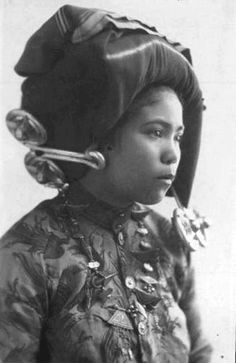 Sumatra, Indonesia | Portrait of a Batak girl | Postcard image from the 1920/30s | Probably published by Japanese photographer Y. Asada