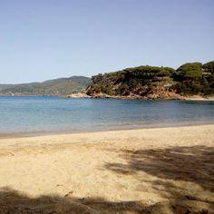 Il buongiorno di oggi ve lo diamo dalla spiaggia di #zuccale a #capoliveri con lo scatto inviato sulla nostra pagina da Marco Galletti. Continuate a taggare le vostre foto con #isoladelbaapp il tag delle vostre #vacanze all'#isoladelba.