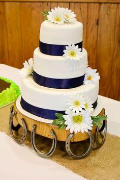 So similar to our wedding cake! Country Wedding Cakes, Wedding Cake Rustic, Wedding Cake Stands, Rustic Cake, Our Wedding, Wedding Ideas, Garden Wedding, Dream Wedding, Horseshoe Crafts