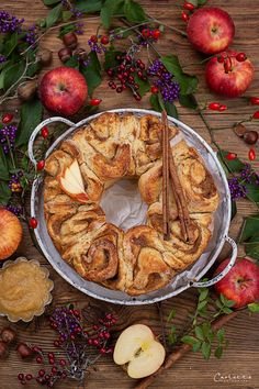 österreischische süßspeisen, österreichische rezepte, österreichische rezepte süß, österreichische spezialitäten, österreichische küche, austrian recipes, austrian recipes sweet, austrian food, austrian dessert, nachspeisen rezepte, rezepte mit apfel süß, rezepte mit apfel schnell, apple recipes, apple recipes easy, apple recipes austria, germteig rezepte, germteig rezepte süß, germteig schnecken, zimtschnecken rezept, zimtschnecken rezept hefeteig, cinnamon roll recipes, cinnamon roll… Snacks, Just Desserts, Bagel, Camembert Cheese, Dairy, Pie, Bread, Food, Apple Chicken
