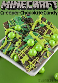 Love this Minecraft creeper chocolate candy! Awesome for a Minecraft birthday party! Fun treat for a kid's birthday party or St Patricks Day celebration Minecraft Food, Amazing Minecraft, Minecraft Houses, Minecraft Crafts, Minecraft Skins, Minecraft Activities, Mine Minecraft, Creeper Minecraft, Minecraft Birthday Party