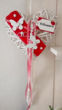 """Türkränze - Türkranz """"Willkommen"""" 25cm Weidenherz - ein Designerstück von Elfenreich-2015 bei DaWanda Christmas Stockings, Christmas Ornaments, Stencil Patterns, Decoupage, Stencils, Diy And Crafts, Etsy, Holiday Decor, How To Make"""