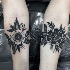 Flower tattoo by at in Murcia, Spain Tattoo Style - flower tattoos - Blumentattoo by at in Murcia Spain Tattoo Style - Small Flower Tattoos, Flower Tattoo Arm, Flower Tattoo Shoulder, Small Tattoos, Tattoo Floral, Elbow Tattoos, Finger Tattoos, Body Art Tattoos, Sleeve Tattoos