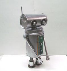 Found Objects Robot Sculpture / Assemblage Robot Figurine – One of a kind unique creation – Unique Gift by VINTAGEandMOREshop … Found Object Art, Found Art, Recycled Robot, Steampunk Robots, Diy Robot, Recycled Art Projects, Cool Gifts For Kids, Scrap Metal Art, Find Objects