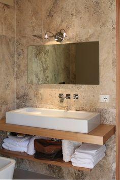 Per rinnovare il bagno, pavimenti e rivestimenti in travertino  http://italystonemarbe.com  www.pietredirapolano.com