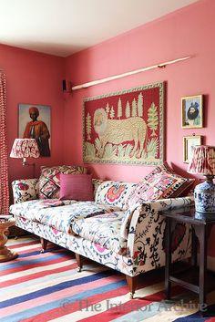 Eye-catching sofa print #StylishLounge