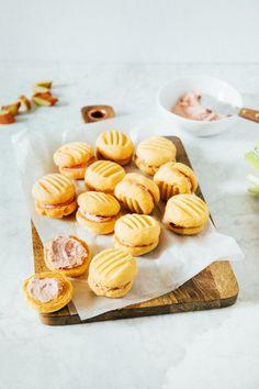 custard yo-yos with rhubarb buttercream | hummingbird high || a desserts and baking blog