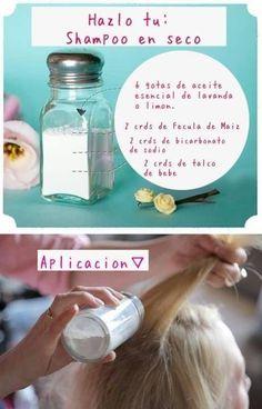 En vez de lavarte el cabello todos los días, intenta hacer tu propio shampoo en seco casero. | 21 Guías visuales que harán que tu cabello se vea sensacional todos los días