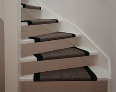 love this for stairs House Stairs, Carpet Stairs, Open Trap, Industrial Home Design, Hallway Designs, Cozy Corner, House Entrance, White Decor, Home And Living