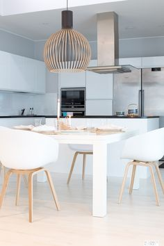 Design Lighting Ideas : 4 x Hay About A Chair Modernisti kodikas Dining Room Design, Dining Area, Kitchen Dining, Kitchen Decor, Small Dining, Interior Exterior, Kitchen Interior, Hay Chair, Scandinavian Kitchen