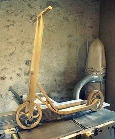 I want one of these :) -Wooden scooter. Wooden Scooter, Wooden Bicycle, Wood Bike, Scooter Design, Bike Design, Kick Scooter, Scooter Bike, Cool Bicycles, Custom Woodworking