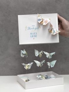 Schmetterlinge aus Geld falten We& show you how to fold a butterfly out of cash and make a wonderful money gift with it. Top Wedding Trends, Diy Wedding, Wedding Favors, Wedding Gifts, Diy Presents, Diy Gifts, Diy Birthday, Birthday Gifts, Don D'argent