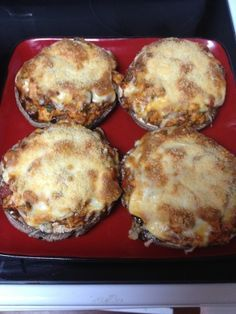 Baked Portabella Mushrooms Stuffed with Chicken - foooddd - Mushroom Recipes Low Carb Recipes, Cooking Recipes, Healthy Recipes, Burger Recipes, Clean Recipes, Diabetic Recipes, Veggie Recipes, Drink Recipes, Healthy Eating Tips