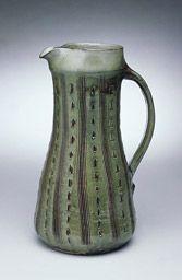 「緑釉櫛描水注」1954年、大分県小鹿田/日本民芸館蔵