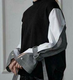 Knitting Ideas Sweaters Sleeve New Ideas Fashion Show, Fashion Outfits, Womens Fashion, Fashion Trends, 80s Fashion, Mode Abaya, Fashion Details, Fashion Design, Sleeve Designs