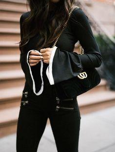 Classy - Lovely Pantalon Noir, Foulard, Mode Féminine, Tenue, Photographie  De Mode dee0474534d