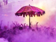"""Indian devotees and foreign tourist take part in the """"kapda phaar"""" or cloth tearing during Holi festival celebrations in Pushkar. Hindu Festivals, Indian Festivals, International Relations Theory, Holi 2018, Color Wars, Holi Celebration, Beginning Of Spring, Look Man, Hindu Deities"""