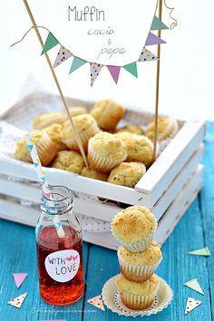 """muffin cacio e pepe e cake topper con bandierine Foto """"pinnata"""" dalla nostra lettrice Chiarapassion"""