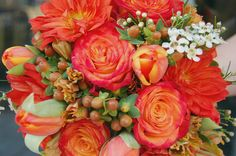 Ramos de novias con flores silvestres y frutos. Acá más ideas --> http://zankyou.terra.cl/p/originales-ramos-de-novia-con-frutos-y-flores-silvestres-30771   #flores #bodas #ramosDeNovias