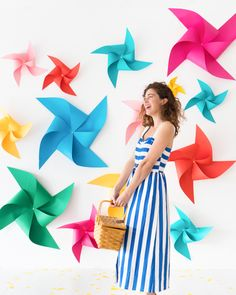 DIY Spinning Pinwheel Party Backdrop | Oh Happy Day! Pinwheel Decorations, Diy Pinwheel, Decor Eventos, Diy Photo Backdrop, Paper Backdrop, Diy And Crafts, Paper Crafts, Creation Deco, Spring Party