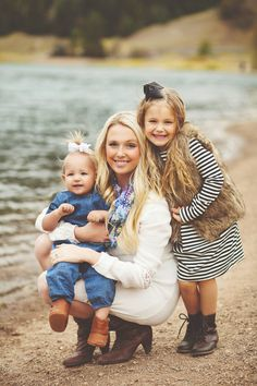 what to wear family photoshoot for fall! Mom and daughter photos Fall Family Picture ideas. Fall Family Photo Outfits, Fall Family Pictures, Fall Photos, Family Pics, Family Family, What To Wear In Family Photos, Family Of 4 Picture Poses With Baby, Family Photoshoot Ideas, Winter Outfits