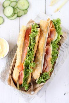 Sandwich au saumon fumé, concombre, asperge, salade et beurre d'agrumes   chefNini http://www.750g.com/recettes_sandwichs.htm #sandwich #piquenique #saumon