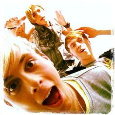 """Riker likes to interrupt their Rockliff """"private moments"""" if you know what I mean. . . ;)"""