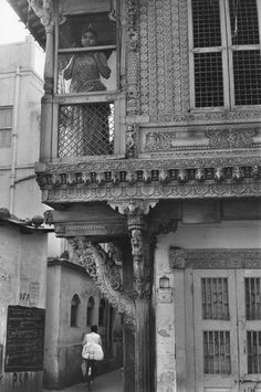 Magnum Photos Photographer Portfolio  Henri Cartier-Bresson INDIA. Gujarat. Ahmedabad. 1966. In the old town.