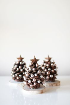 An easy and darling DIY pinecone Christmas tree craft to gather the kids around for that they will love making! Handmade Christmas Decorations, Christmas Ornament Crafts, Noel Christmas, Christmas Crafts For Kids, Homemade Christmas, Holiday Crafts, Christmas Decorations Pinecones, Pinecone Crafts Kids, Pinecone Ornaments