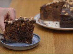 La torta poke con arachidi è un dolce di origini americane perfetto per chi non ama le classiche torte al forno, spesso ritenute secche e poco gustose.