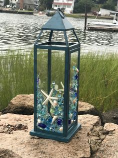Beach glass lantern www etsy com shop lilyvictoria Sea Glass Crafts, Sea Crafts, Sea Glass Art, Sea Glass Beach, Fused Glass, Stained Glass, Broken Glass Art, Shattered Glass, Diy Sharpie