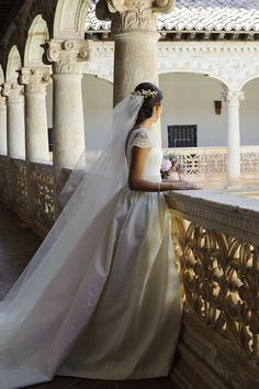 Enchanting bride at the Monasterio De Lupiana. Her gown, reminiscent of the classic 1950s, sports dainty lace details in the capped sleeves and the back of the dress.