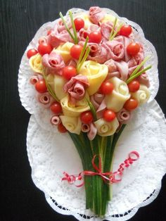 food presentation ideas / food presentation & food presentation ideas & food presentation party & food presentation plates & food presentation appetizers & food presentation ideas at home & food presentation tips & food presentation design Meat And Cheese Tray, Cheese Platters, Food Platters, Meat Trays, Party Platters, Appetizers For Party, Appetizer Recipes, Cheese Party, Veggie Tray