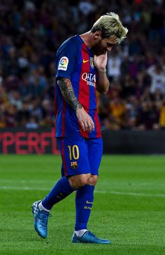 Lionel Messi of FC Barcelona reacts after missing a chance during the La Liga match between FC Barcelona and Deportivo Alaves at Camp Nou stadium on September 10, 2016 in Barcelona, Catalonia.