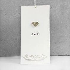 Takkekort med håndlaget hjerte i sølv passer til bursdag eller andre store anledninger.