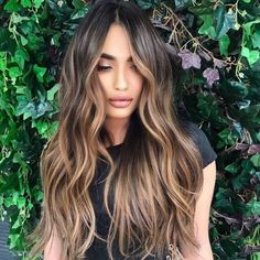 Balayage Hair Caramel, Hair Color Caramel, Brown Hair Balayage, Brown Blonde Hair, Hair Color Balayage, Balayage Hair For Brunettes, Hair Ideas For Brunettes, Brunette Fall Hair Color, Carmel Ombre Hair