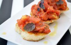 #Bruschetta ist ein italienisches Bauerngericht. Dieses #Rezept ist sehr einfach, man braucht nur wenige Zutaten.